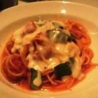 モッツァレラチーズとバジリコのトマトソーススパゲッティーニ