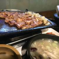 サムギョプサルと参鶏湯