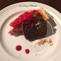 チョコレートテリーヌとイチゴのタルト