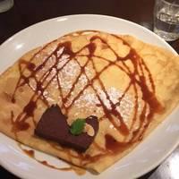 チョコレートのテリーヌと塩キャラメルのクレープ
