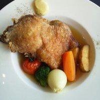 仏産骨付き地鶏もも肉と根野菜のポトフ