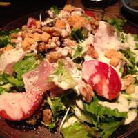 生ハムと胡桃のシーザーサラダ