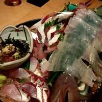 三種盛り(鐘崎イカ活造り・活恵比寿さば・極上本マグロ・その日のオススメ鮮魚)