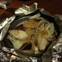 広島県産牡蠣といろいろキノコの味噌バターホイル焼