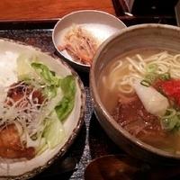 選べる沖縄そばとミニ島ラー油の唐揚げ丼定食