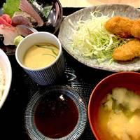お刺身と牡蠣フライの定食