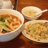 担担麺と半チャーハン