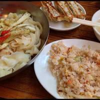 シビれる辛さのマーラー刀削麺(冷し)バリューセット(チャーハン、餃子3個付き)