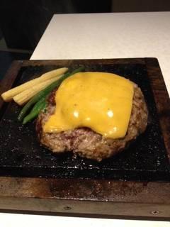 牛ハンバーグ・チーズ乗せ