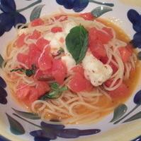 フレッシュトマトとモッツアレラチーズとバジリコの塩味パスタ