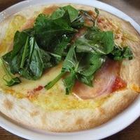 生ハムと日本一ほうれん草のピッザ