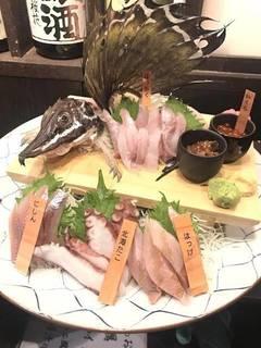 魚縁自慢の刺身豪華盛り