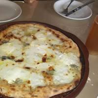 4種類のチーズのせピッツァ