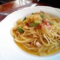 A ランチ(季節の前菜、パン、たっぷりの旬野菜を白ワインで煮込んだスパゲッティ)と、ティラミス