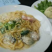 牡蠣とベーコンとブロッコリーのクリームパスタ